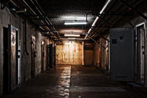 Auf diesem Bild ist der Stasi-Gefängniskellern von der DDR Gedenkstätte Berlin-Hohenschönhausen zu sehen.In this image is to seen the Stasi prison cellars of the DDR memorial Berlin-Hohenschönhausen.